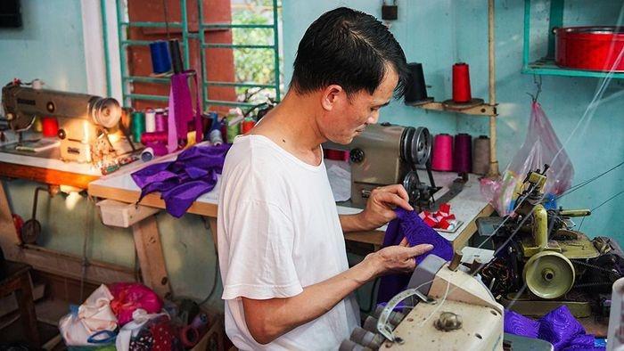 A special place men were born to make Ao Dai, Trach Xa village