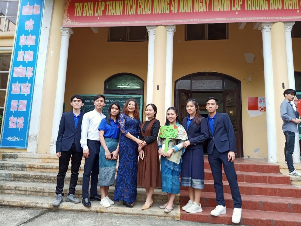 Foster families – second home for hundreds of overseas Lao students in Vietnam