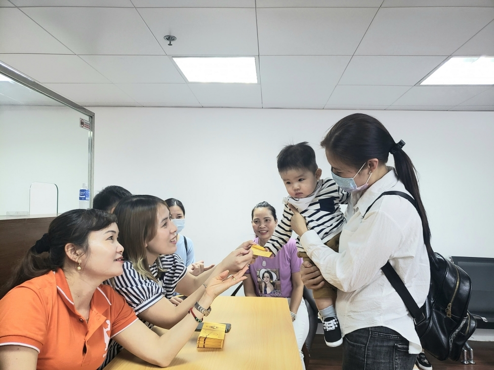 Overseas Vietnamese in Macau sends Covid-19 relief gifts to fellow countrymen