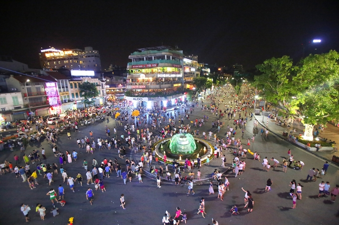 Hanoi halts festive activities and Walking Street to shield against Covid-19