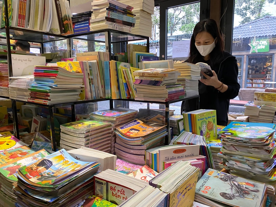 hanoi book street reopens after social distancing
