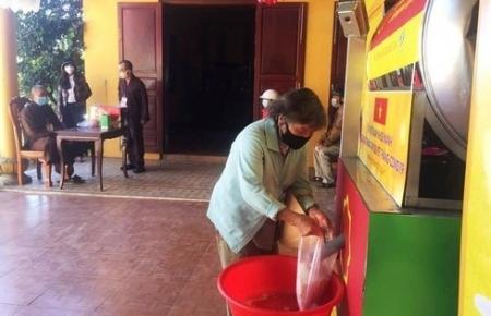 Rice ATM helps Vietnam's poor survive COVID-19 pandemic