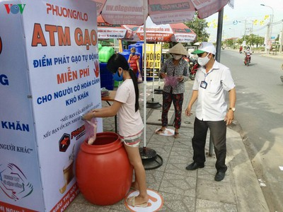 rice atm helps vietnams poor survive covid 19 pandemic