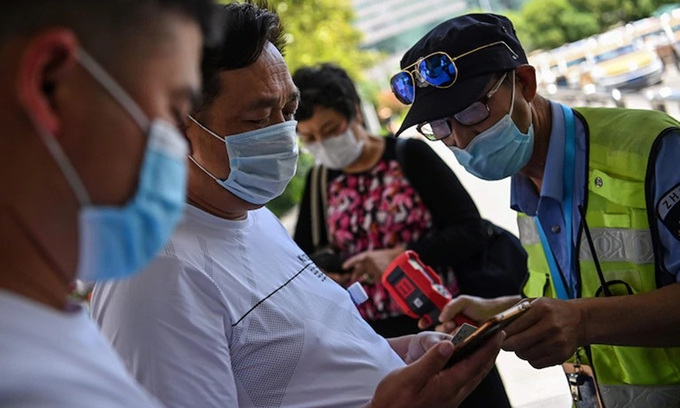 world news today all white house staff required to wear face masks 11 mil residents in wuhan tested for ncov