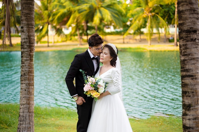 sweet wedding shots of the 65 vietnamese bride with her 24 pakistanian groom spur internet joy