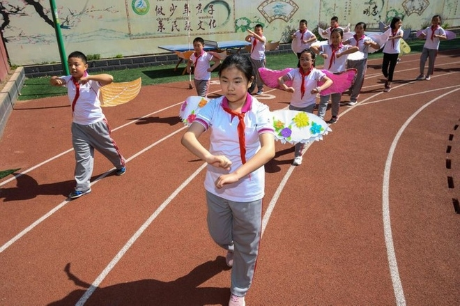 chinese students wear adorable social distancing wings at school