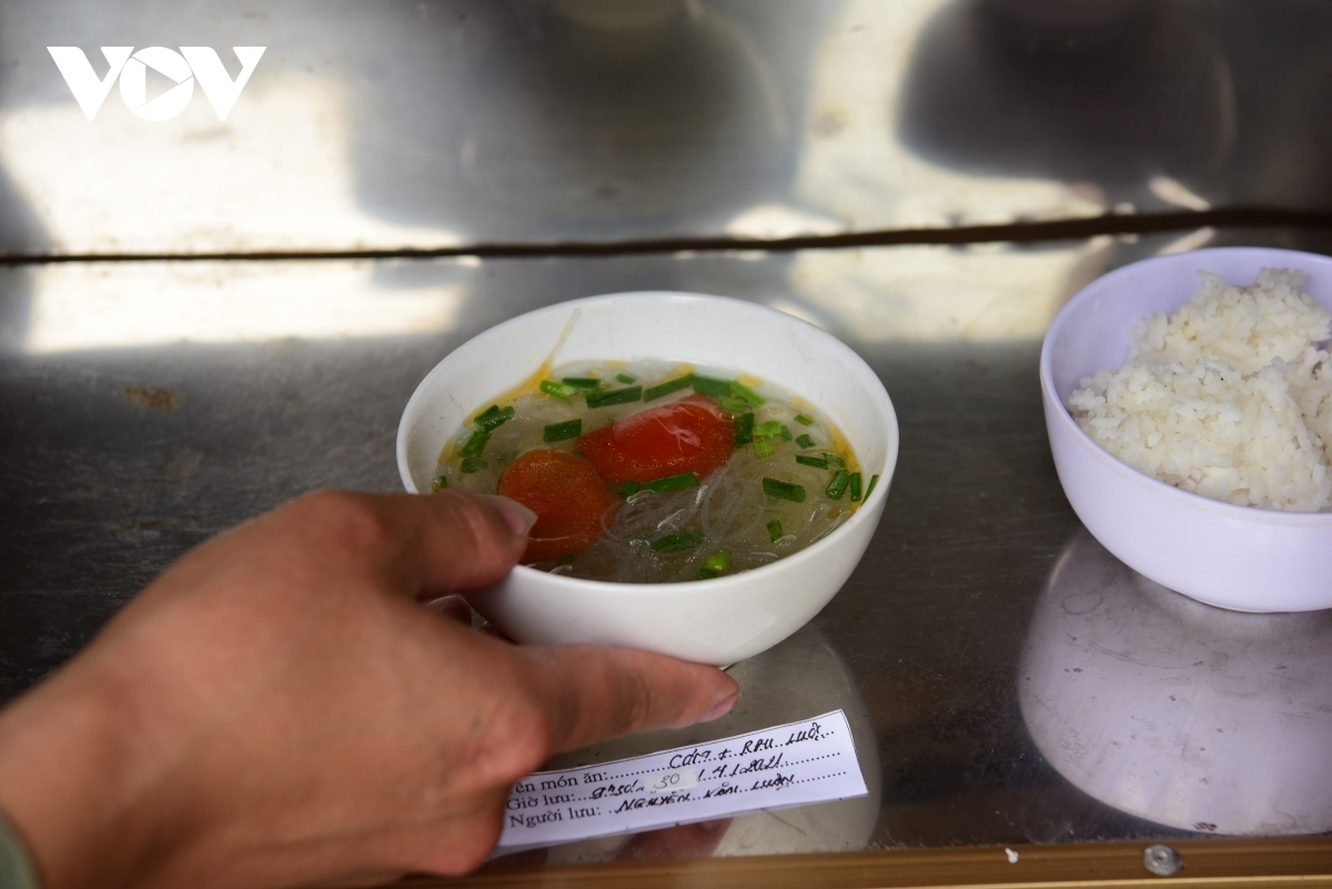 Inmates' speical meal on Reunification Day in prison