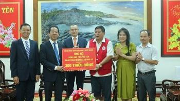 Overseas Vietnamese send aid package to flood-stricken locality in homeland