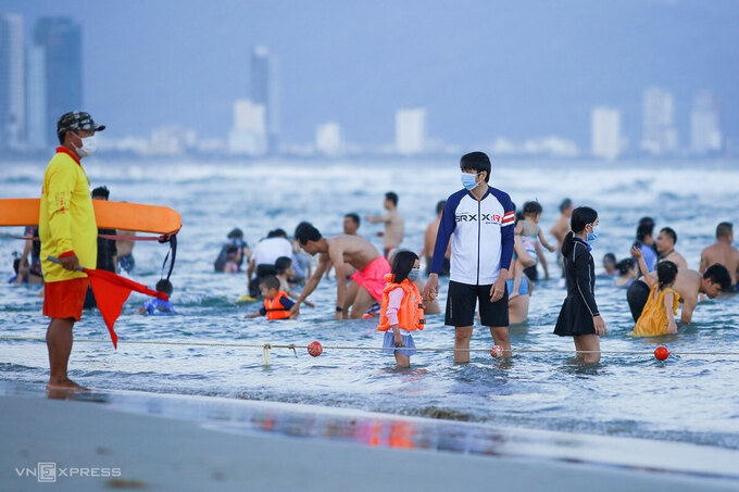 More places to suspend non-essential activities amid Covid-19 surge