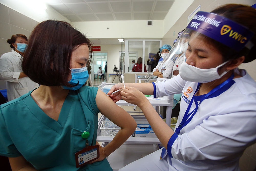 Hanoi to offer free Covid-19 vaccination to residents aged 18-65