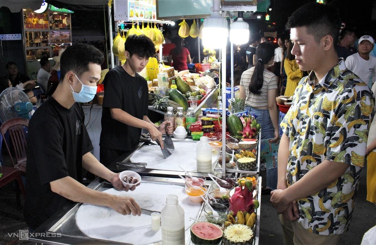 Food paradise in Phu Quoc's biggest night market