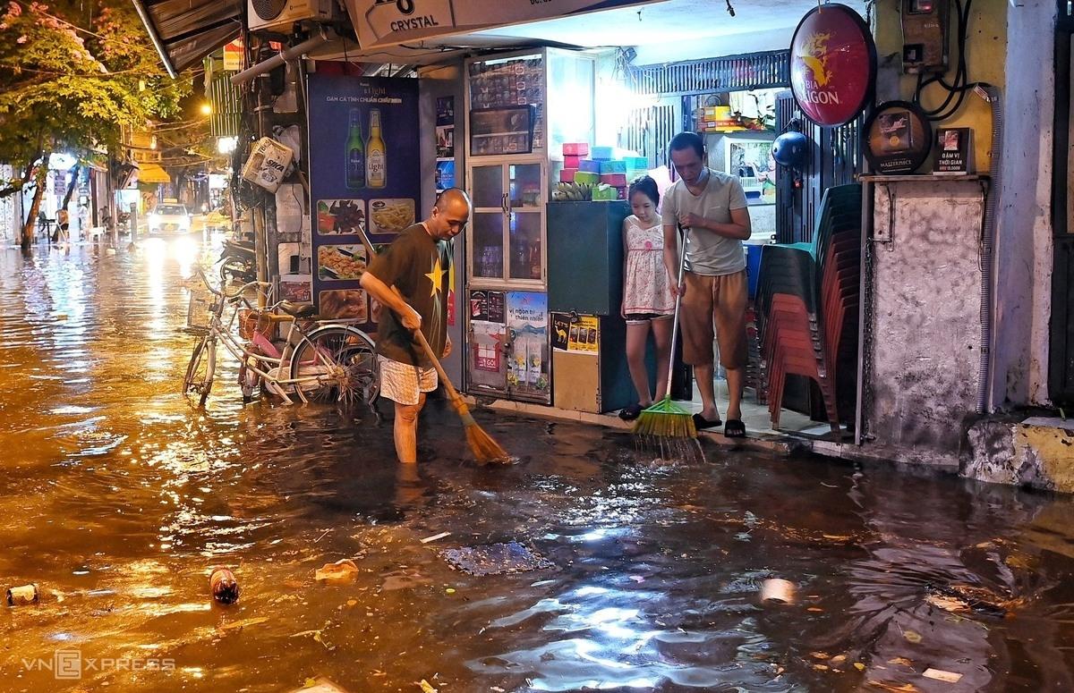 Sudden downpour hits Hanoi streets