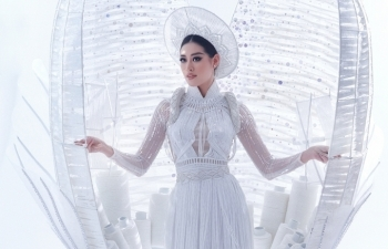 Vietnamese beauty wows judges with unique costume at Miss Universe, with video