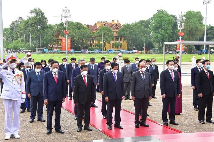 Vietnam News Today (May 19): Party, State leaders pay tribute to President Ho Chi Minh