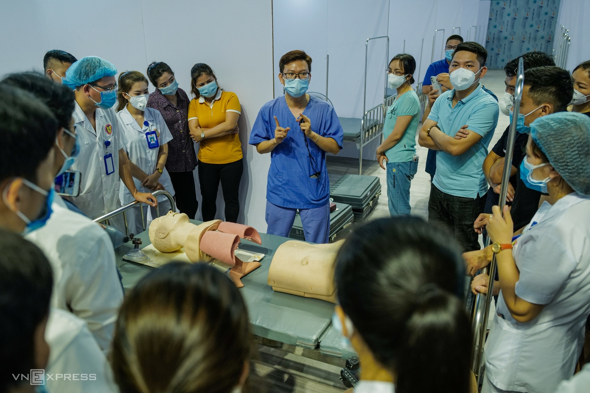 In photos: A look into Bac Giang's field hospital