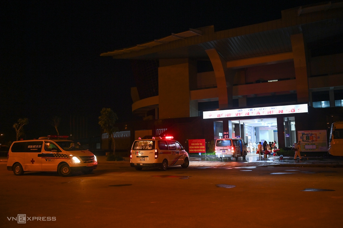 In photos: 500 Covid-19 patients transferred to field hosptial overnight