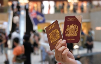 world news today boris johnson offers refuge citizenship to 3 million hong kong residents