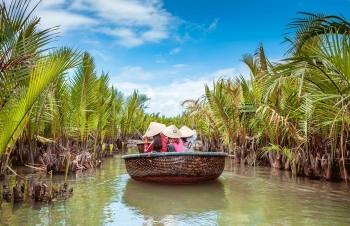 australian magazine lists vietnam a top 10 country to visit in 2021