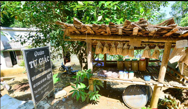 Unique 'self-aware' shop of Muong ethnic people