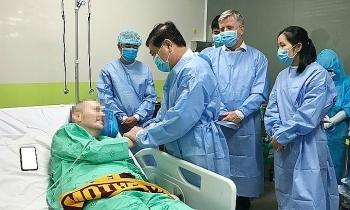 vietnamese doctors british pilot eligible to leave the icu