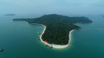 Breath-taking beauty of sister Co To Island