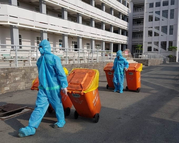 Ho Chi Minh city faces medical waste overload, eyeing having residents' health status inquiried by robots