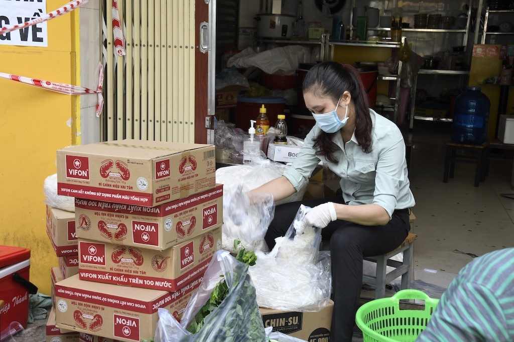 'Zero dong market' brings hope to blockaded residents in Ho Chi Minh City