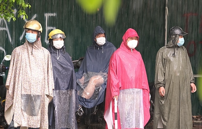 Torrential rain no problem for Hanoi test takers