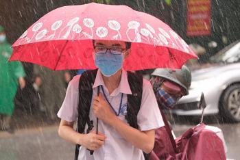 Hanoi's national high-school examinees brush off torrential rain