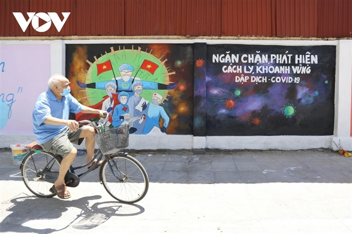 Meaningful Covid-themed graffiti paintings inspire passersby