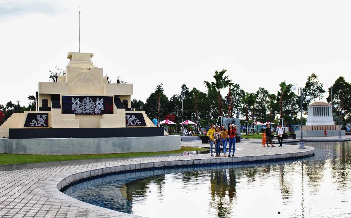 7 miniature ancient world wonders make debut in hau giang southern vietnam