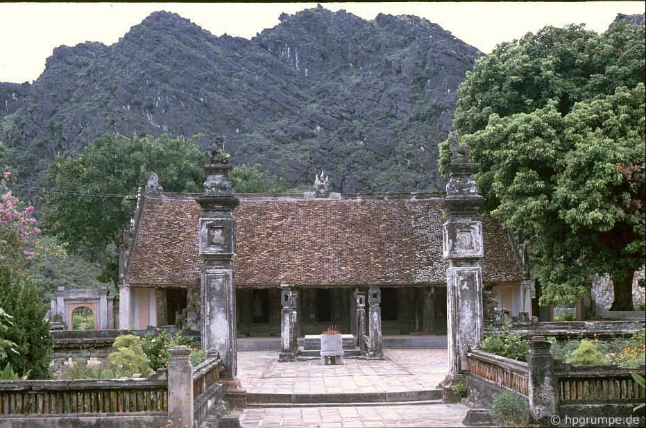 The temple worshiping Emperor King Le Dai Hanh