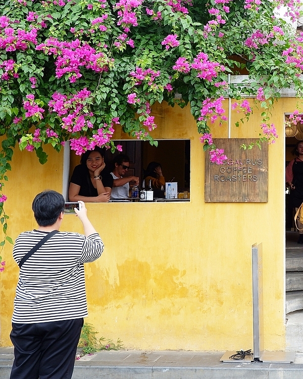 Café windows frame, ideal check-in place in Hoi An