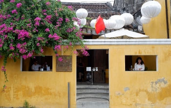 cafe windows frame ideal check in place in hoi an
