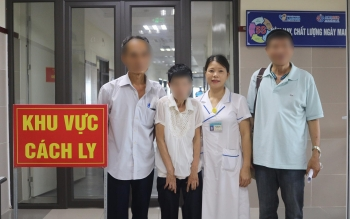 vietnamese woman reunites with family at quarantine zone after decades of separation
