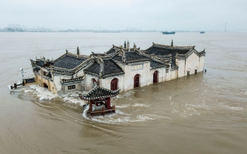 china massive flood updates yangtze river hit by third three gorges dam suffers more pressure