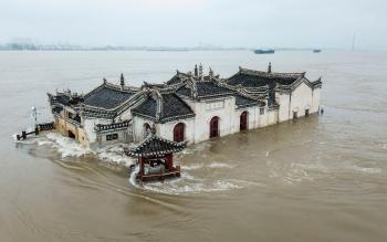 china massive flood updates yangtze river hit by third flood three gorges dam suffers more pressure