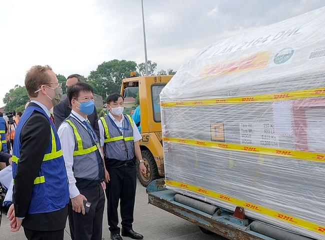 Over 97,000 Pfizer Vaccine Doses Arrive in Vietnam