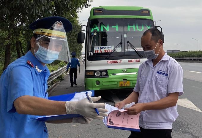 Hanoi, Ho Chi Minh city impose drastic anti-pandemic measures