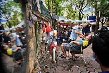 Hanoi Suspends Restaurants, Barbers Again