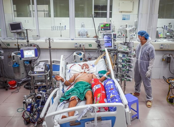 A Look Into the Department Treating Critical Covid-19 Patients