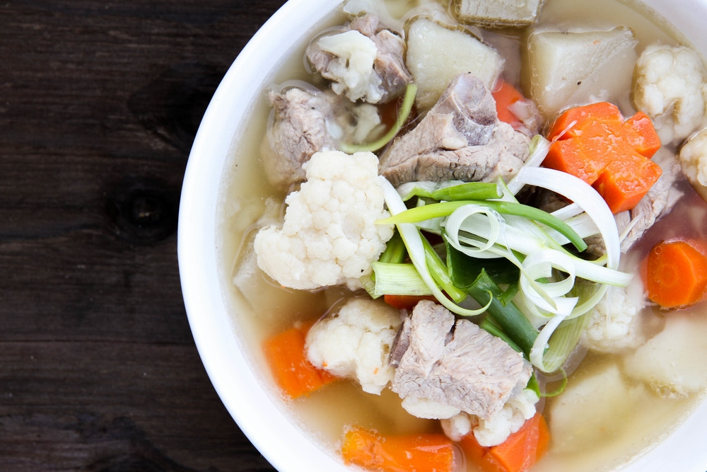 Recipe for a Perfect Vietnamese Pork Spare Rib Noodle Soup - Video