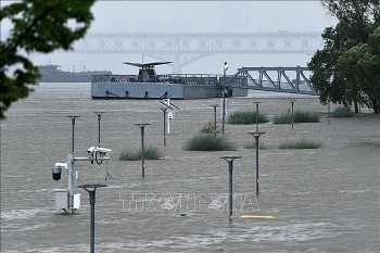 china massive flood update water levels in many rivers and lakes above alarming levels