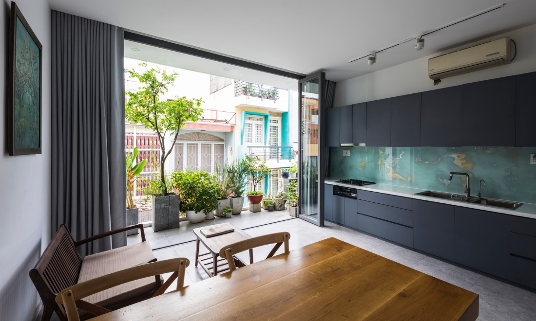 Stylish 'vertical garden' shields west-facing house from baking sun