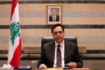 world breaking news today august 11 lebanese pm steps down in wake of beirut explosion
