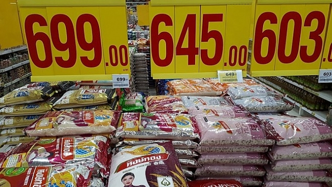 Vietnam's rice export prices exceed Thailand's