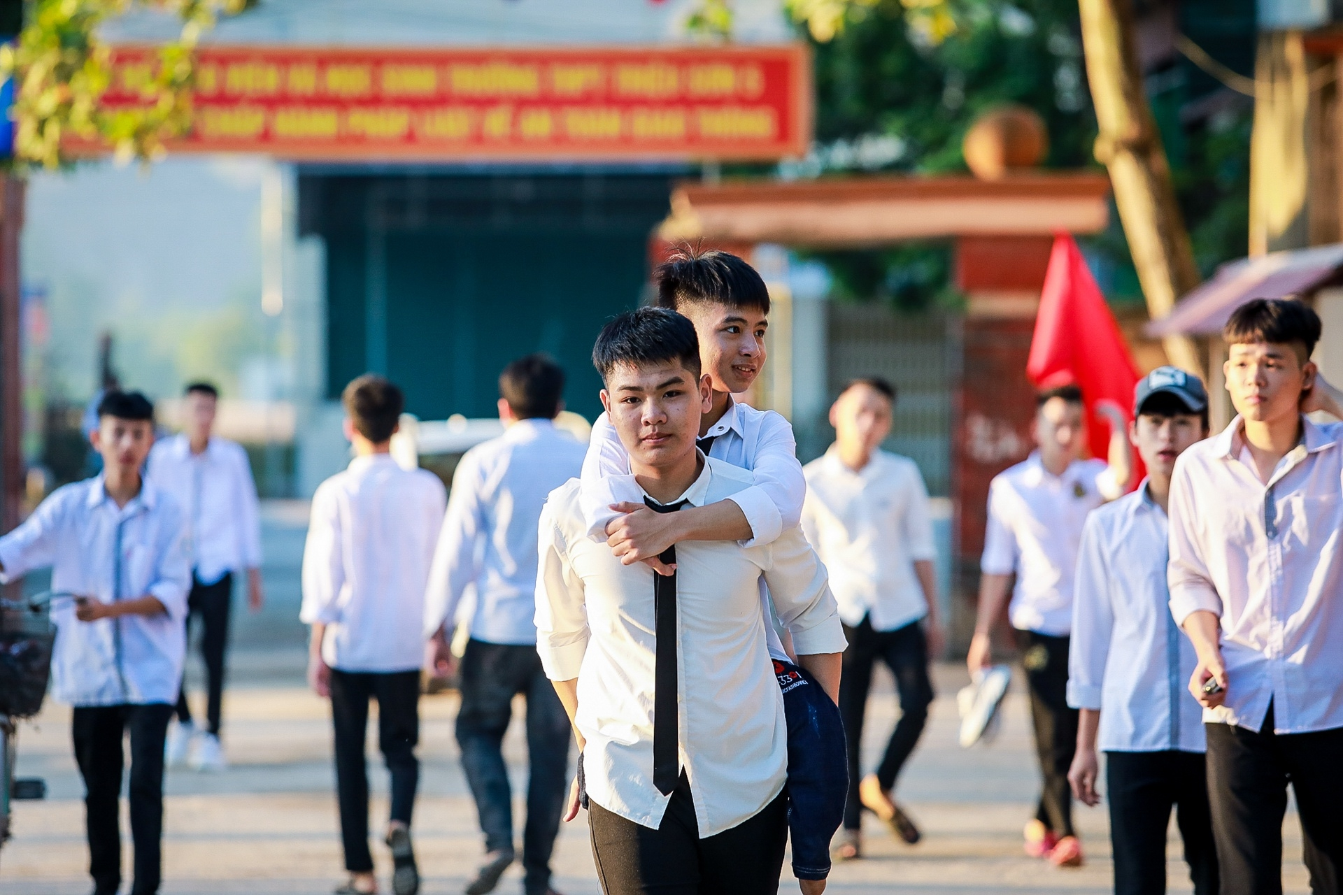 boy carries handicapped friend piggyback to school over 10 years