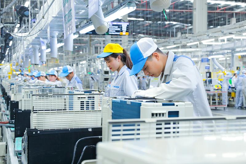 120,000 laborers in Vietnam