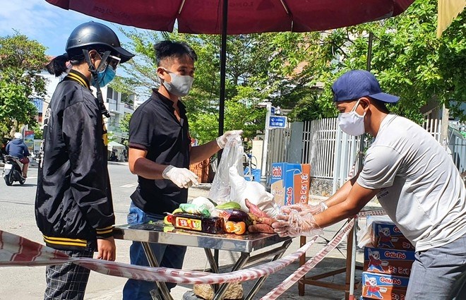 'Zero dong' food stores for COVID-19-stricken people in Da Nang