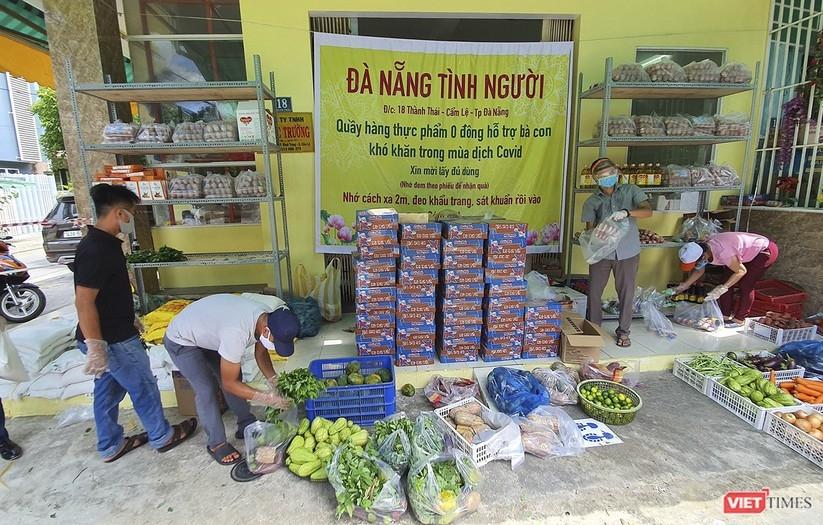 A free food stall in Da Nang